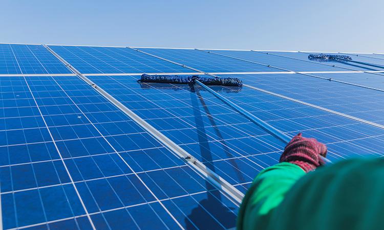 Foto Pulizia pannelli fotovoltaici